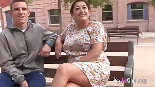 Mature teacher in romania with her student - Brazzers porno