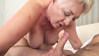 Chubby cougar mouthful - Brazzers porno