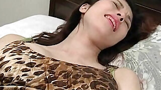 Total: 491 -  Cute babe using vibrator for the first time and loving it