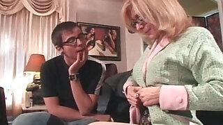 Sexy hot blonde MILF with big tits seduced - Brazzers porno