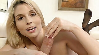 Gold Diggin Step Mom Christie Stevens does handjob - Brazzers porno