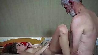 Novinha dando para avo tarado - Brazzers porno