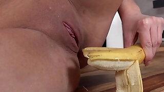 Dirty Niki Dream Sticks A Banana Up Her Twat - Brazzers porno