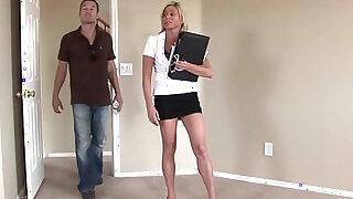 WANKZ Big Titty MILF Payton Hall Reamed Until She Can Barely Walk - Brazzers porno