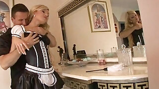 Blonde maid get fuck - Brazzers porno