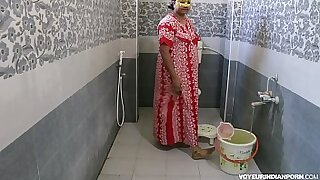 PVC Indian Gives Shower to his Assistant - Brazzers porno