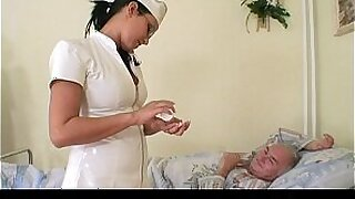 Babe exposes girlfriends doctor - Brazzers porno
